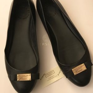 Marc Jacobs black and gold flats